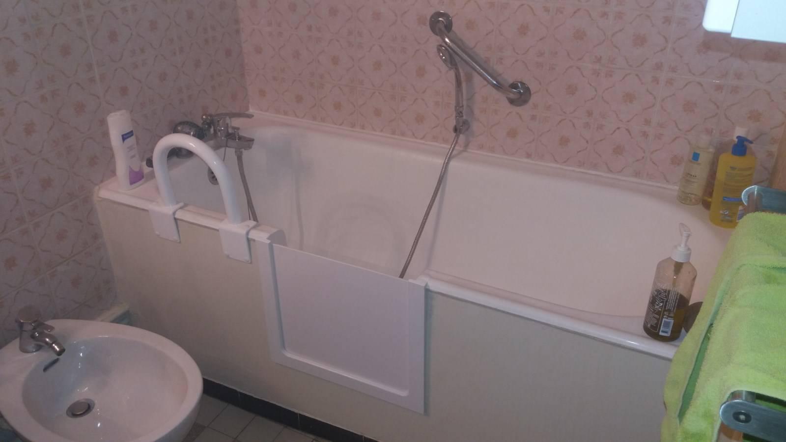 ouverture de baignoire avec portillon anti claboussure. Black Bedroom Furniture Sets. Home Design Ideas