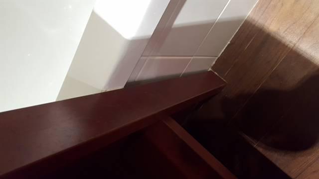 r paration de baignoire acrylique blanche st maxime dans le var en r gion paca 83120. Black Bedroom Furniture Sets. Home Design Ideas