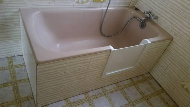 ouverture baignoire avec portillon anti claboussure. Black Bedroom Furniture Sets. Home Design Ideas
