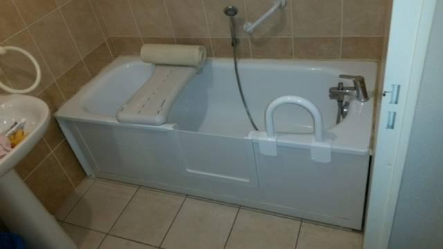 ouverture de baignoire acier maill avec portillon anti. Black Bedroom Furniture Sets. Home Design Ideas