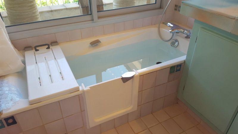 r novation et d coupe de baignoire sur toulon solution bain. Black Bedroom Furniture Sets. Home Design Ideas
