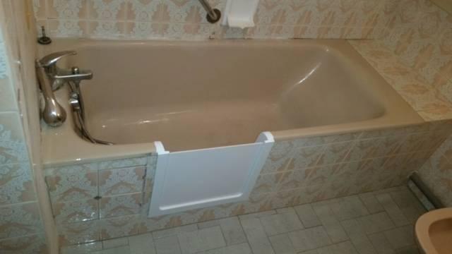 D coupe de baignoire avec portillon anti claboussure avec for Baignoire et accessoires